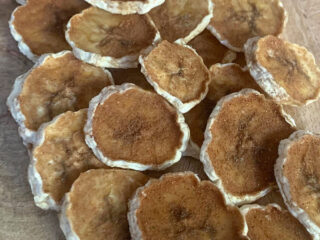 how to dehydrate banana chips with cinnamon and sugar