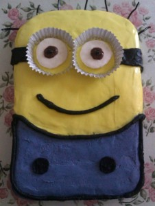 Despicable Me Minion Birthday Cake WM