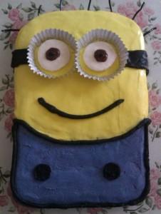 Despicable Me Minion Birthday Cake WM