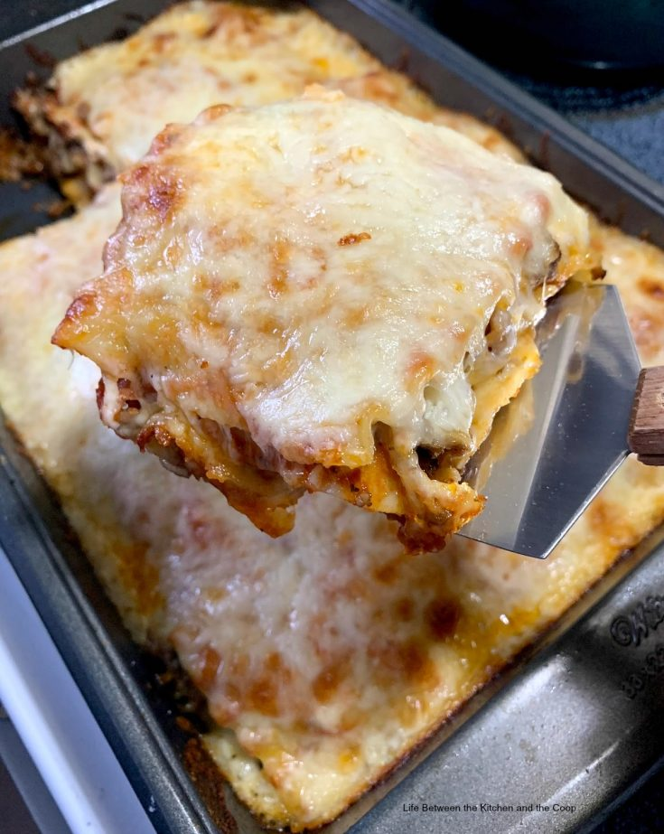 If you are looking for an easy dinner recipe that your entire family will love, you will definitely want to make this delicious, cheesy homemade lasagna with pepperoni. Everyone who tries it absolutely loves it! #lasagna #homemade #homemadelasagna #italianrecipes #easydinners #easydinnerrecipes